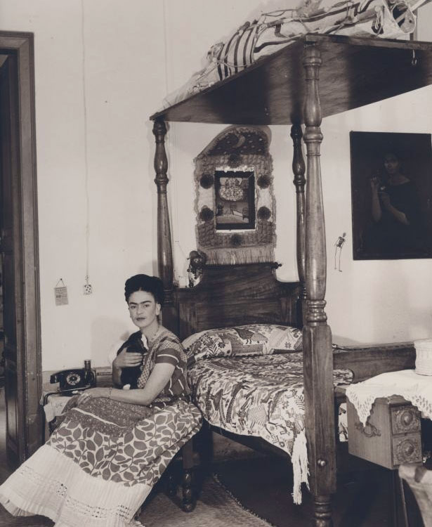 Frida-Kahlo-letto.jpg